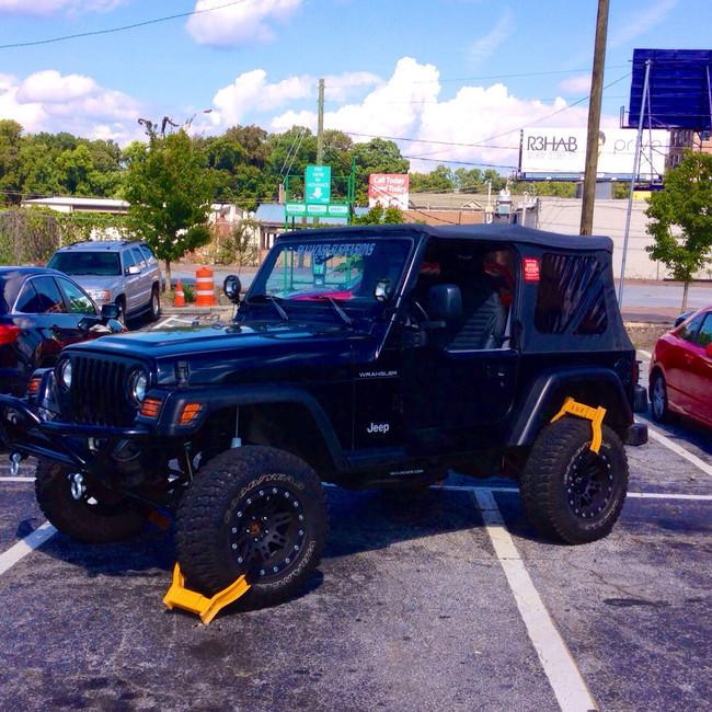 jeep con castigo inmovilizador con araña