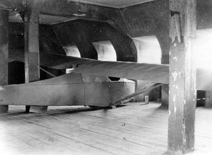 avión fabricado con cobijas y tarimas para excapar de una prisión