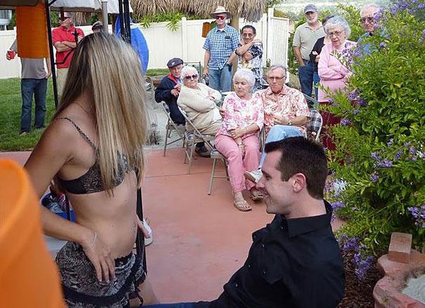 padre le lleva stripper a su hija