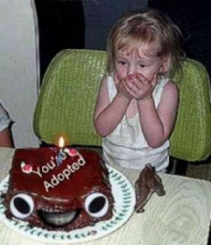 padres le regalan pastel en que dice eres adoptada