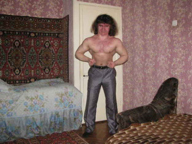 hombre sostiene el aire para poder encuadrar su cuerpo
