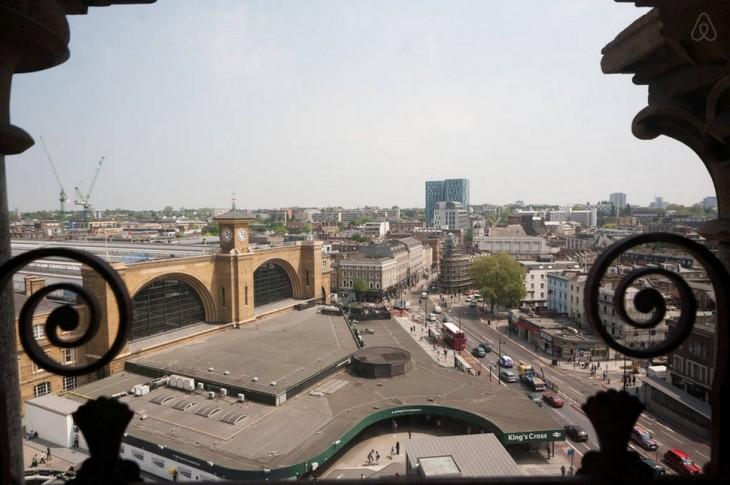 vista de una ciudad desde una ventana