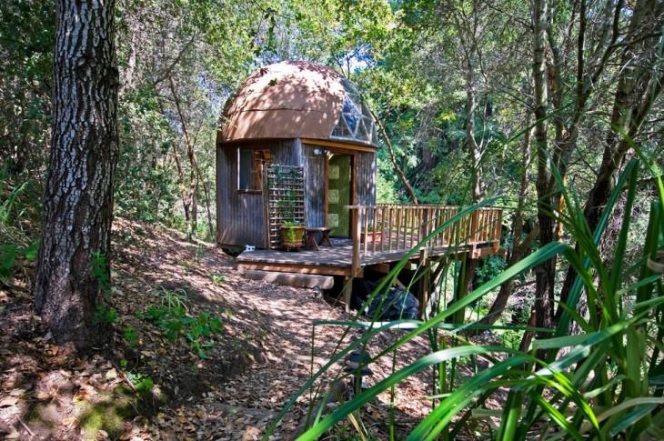 casa en el bosque con forma de champiñon