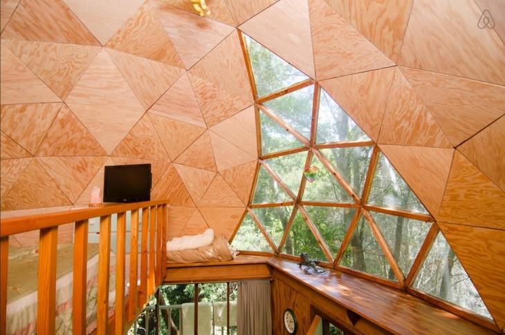casa con paredes redondas de madera