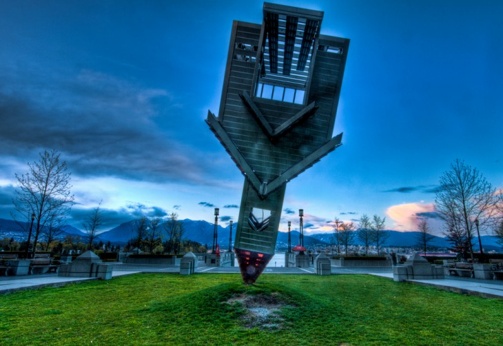 Alberta, Canadá, iglesia dada vuelta