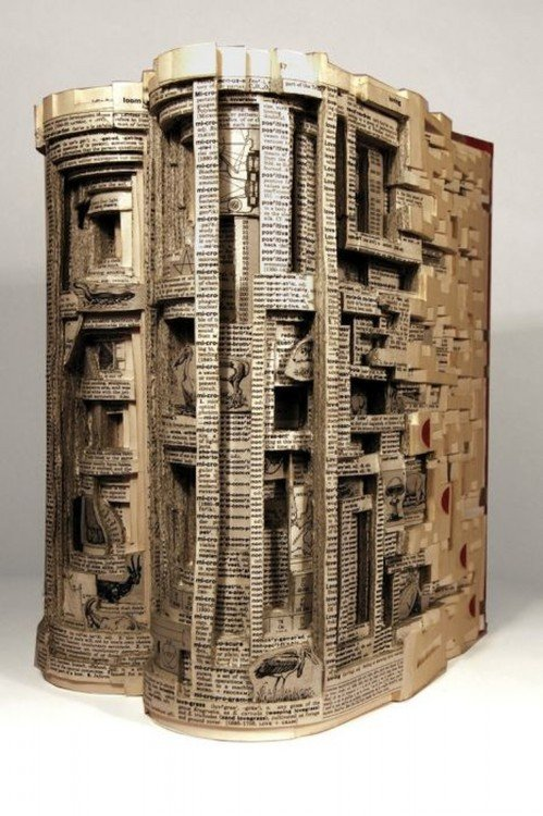 libro hecho arte con forma de edificio