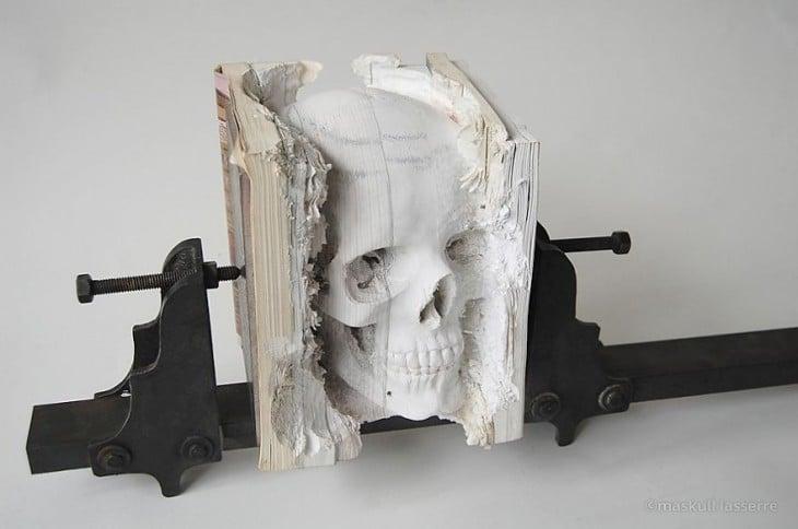 libro hecho arte cráneo humano