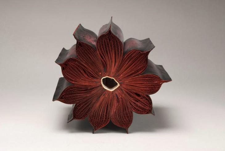 libro hecho arte con forma de flor