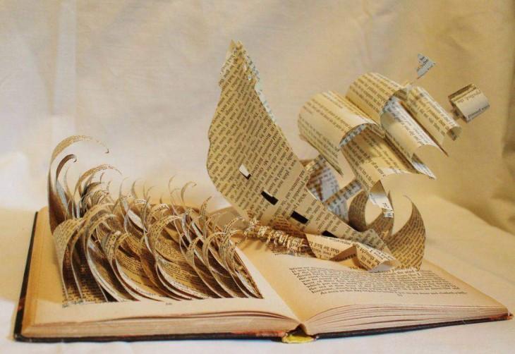libro hecho arte con barco que navega