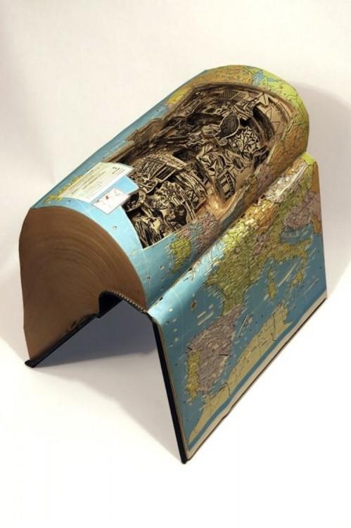 libro hecho arte con el mapa mundi