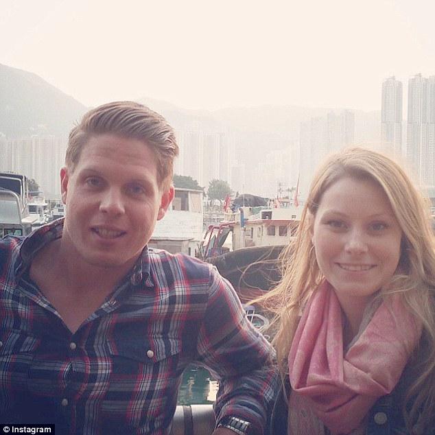 Jordan Axani y Elizabeth  Gallagher en Hong kong