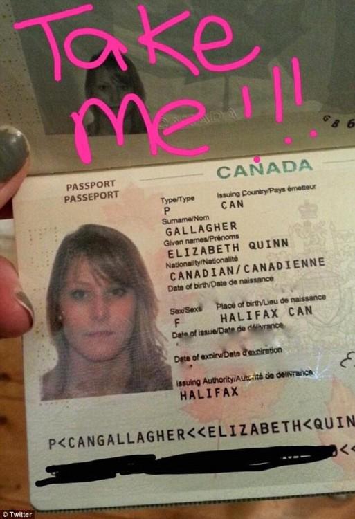 Pasaporte de la chica para demostrar que se llama Elizabeth Gallaher