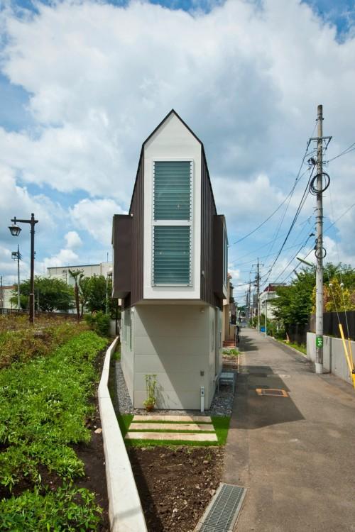 Diseño de una casa triangular por el arquitecto Kota Mizuishi