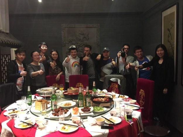 Matt Stopera y el hermano naranja en la cena con personas de Weibo