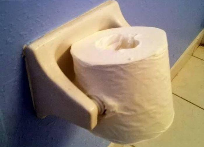 Papel higiénico acomodado de manera equivocada