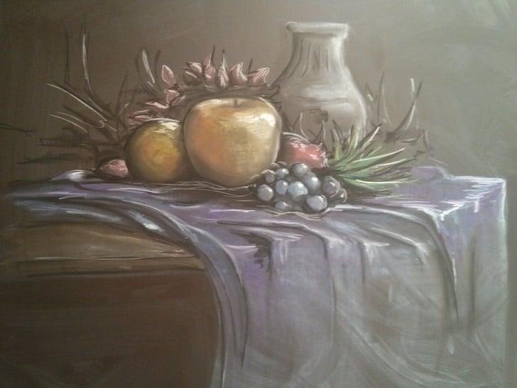 Dibujo en la pizarra con algunas frutas de colores