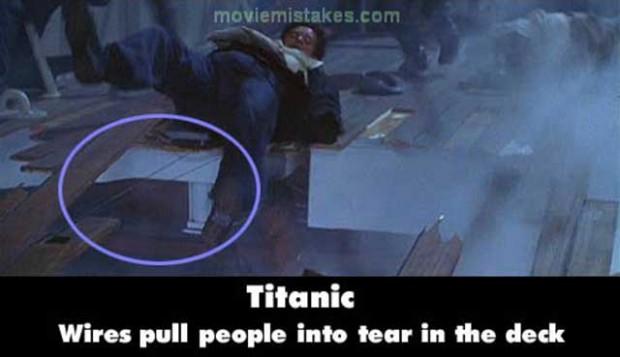 Errores Titanic y en esta escena se ven los cables
