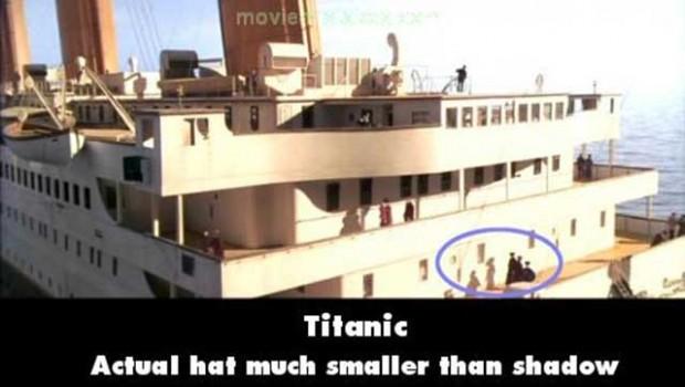 Errores Titanic donde en esta escena la sombre proyecta un sombrero más grande