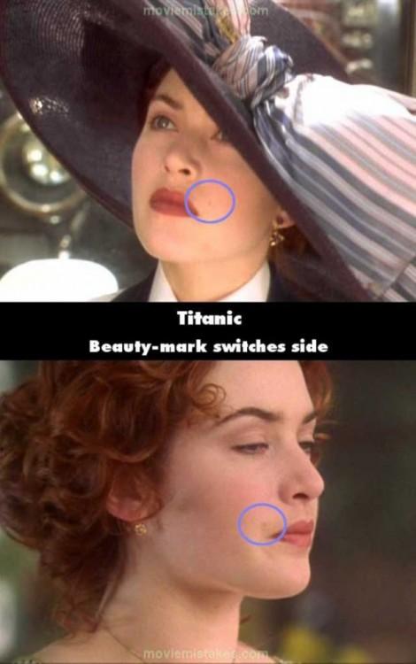 Comparación de que el lunar del personaje de Rose en la película Titanic cambiaba de lugar
