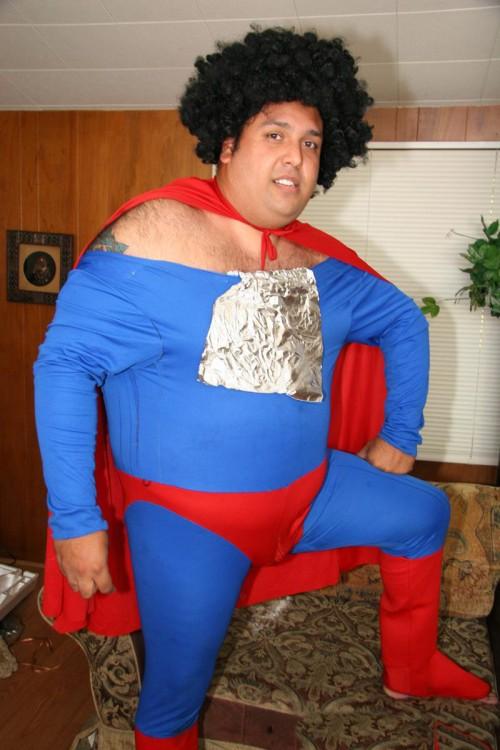 Chico disfrazado de Superman