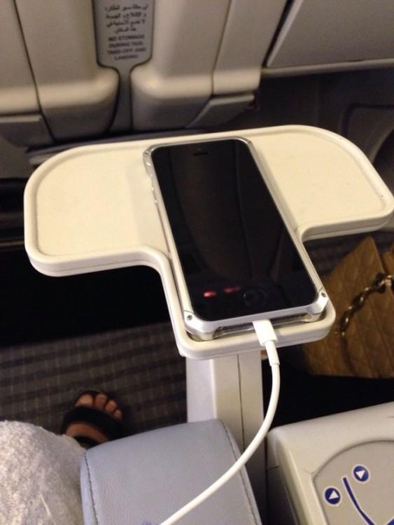 celular perfectamente acomodado en un espacio
