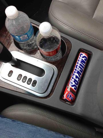 productos perfectamente acoplados en este compartimiento de coche