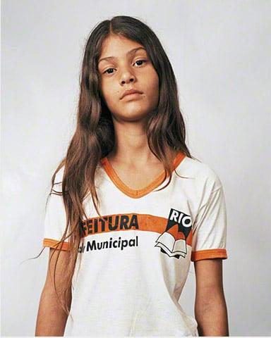 Thais niña de Brasil de 11 años y fotografía por James