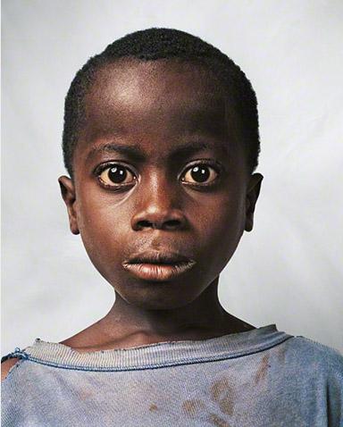 Niño de 9 años de Costa de Marfil fotografía por James