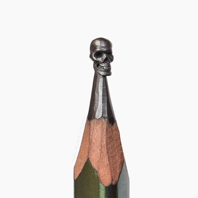 Punta de lápiz con un cráneo