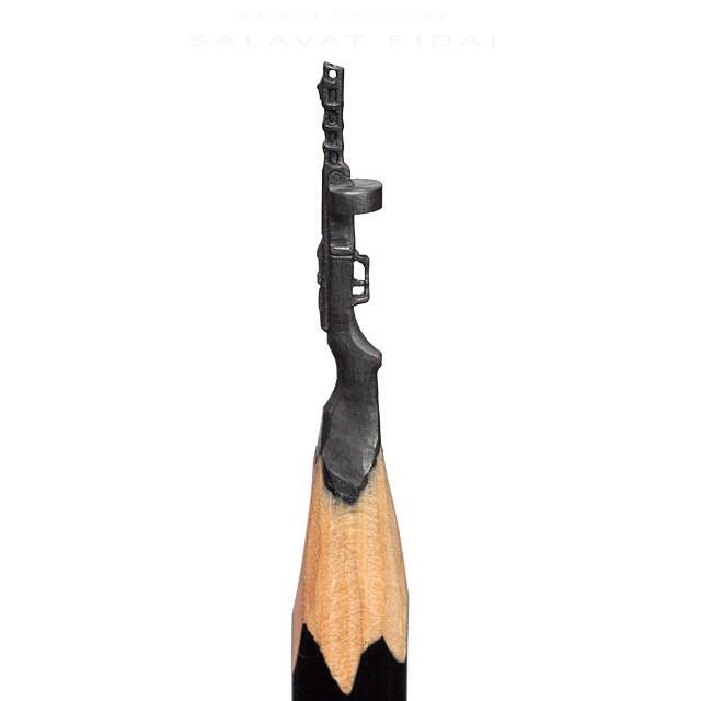 Punta de un lápiz con la forma de un arma rusa