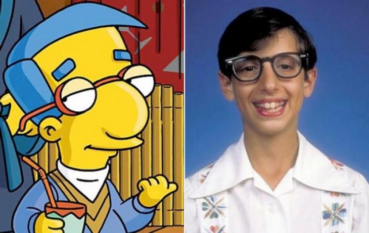 Chico parecido al personaje Milhouse de los simpsons