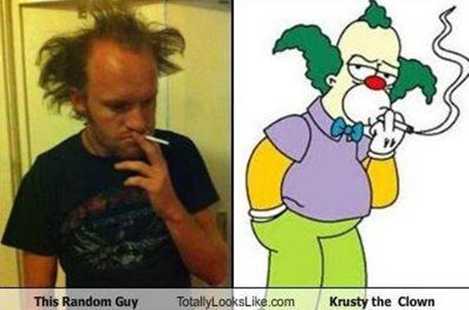 Un hombre parecido a Krusty el payaso