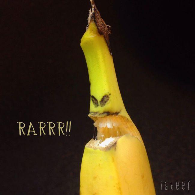 Plátano que simula estar furioso