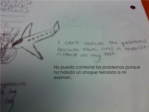 Respuesta graciosa de un examen con dibujo de un avión