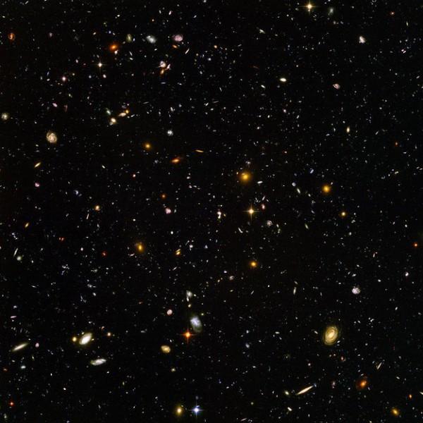 Imagen tomada por un microscopio donde muestra miles de galaxias