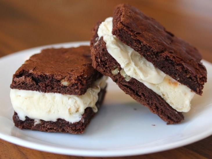 Sándwich de helado con brownies