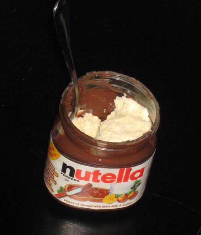 Frasco de Nutella rellena de helado