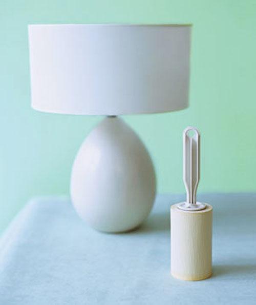 El rodillo es de mucha utilidad para eliminar el polvo de las lámparas