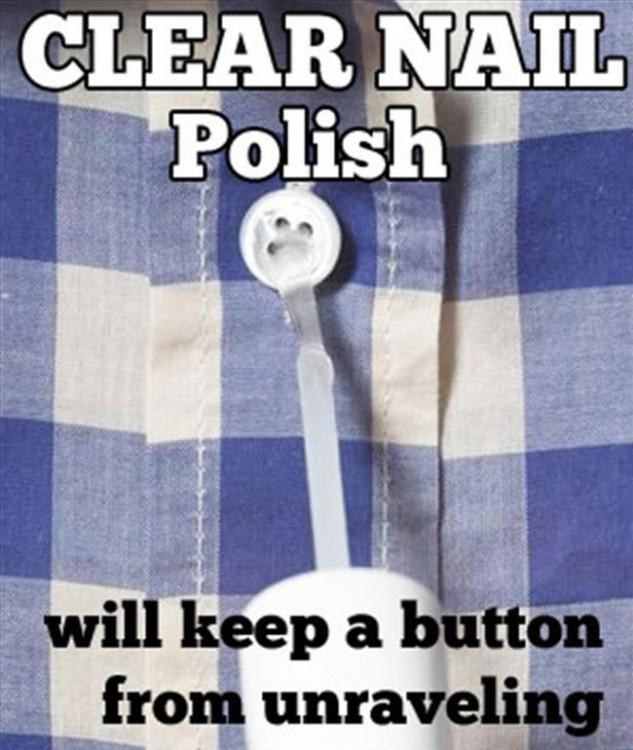 Coloca esmalte de uñas transparente en un botón para evitar que se descosa