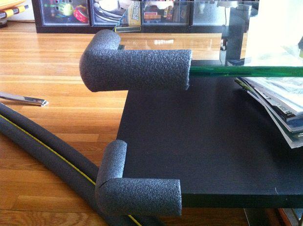 Esquinas de los muebles con fideos de piscina