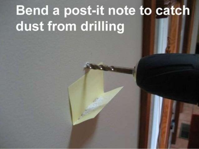 Poner un post-it para atrapar el polvo al perforar