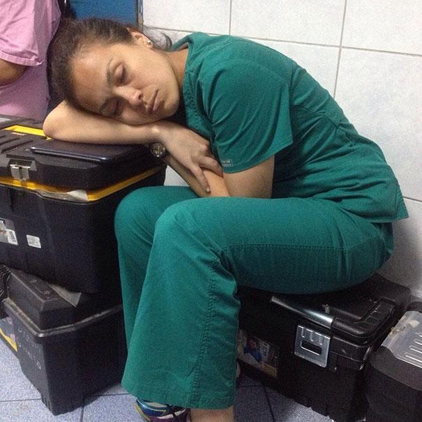 #Yotambienmedormi estudiante de  quirofano se queda dormida