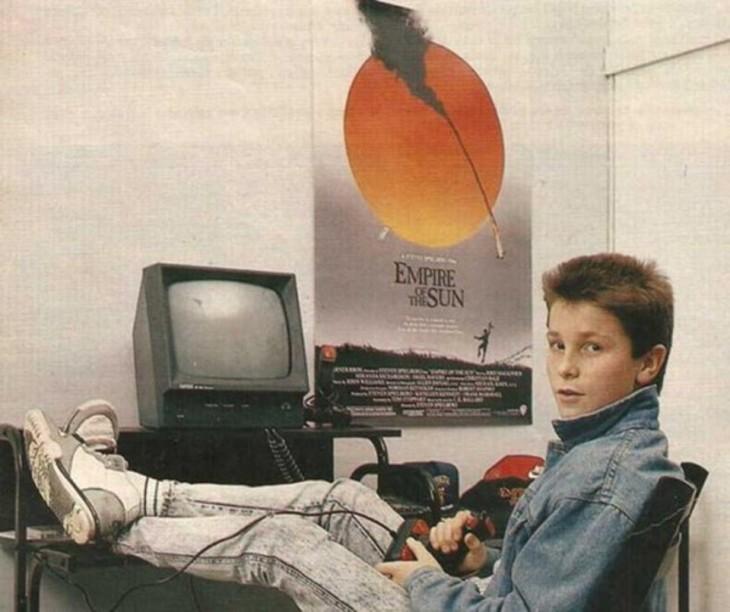 Christian Bale jugando amstrad 1984