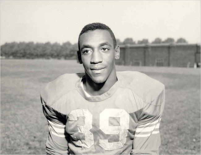 Bill cosby jugando al futbol americano