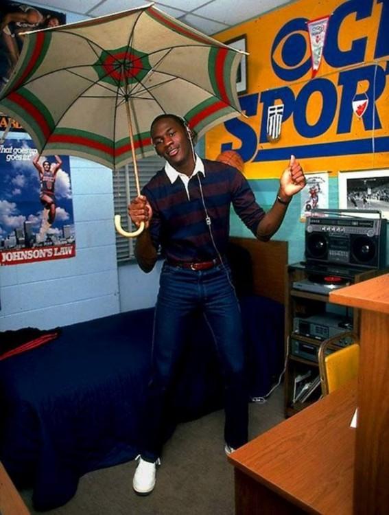 Michael jordan con paraguas