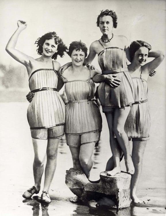 4 mujeres en la playa