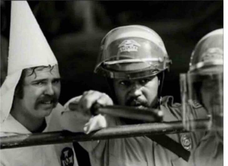 Policia negro protege a miembro del Ku Klux Klan 1983