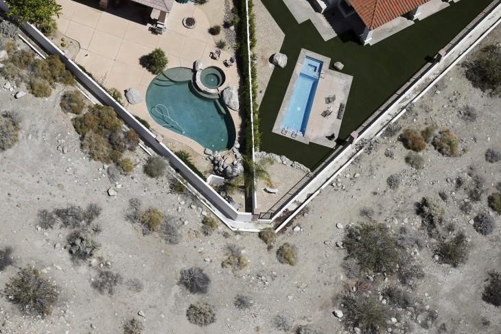 zona residencial sodeada del desierto que como ha quedado california