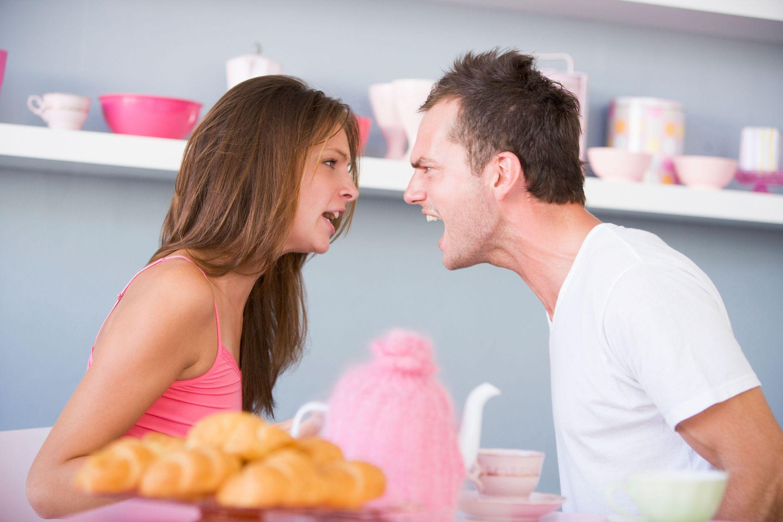 straightmalefriend.com Couple-arguing-1354689
