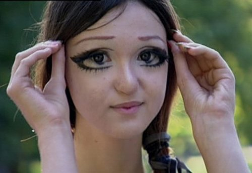 epic fail del maquillaje mujer con agrandamiento de ojos